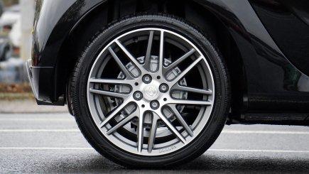 Zimné pneumatiky v lete: pri vyplatení škody z PZP by ste mohli mať problém